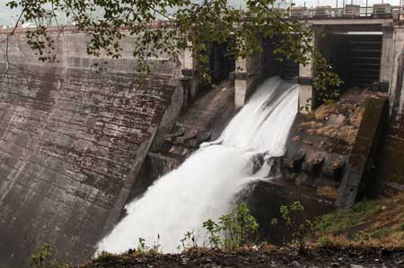 Small dams like this one in India show considerable promise in meeting the need for electricity, as long as proper support mechanisms are adopted.