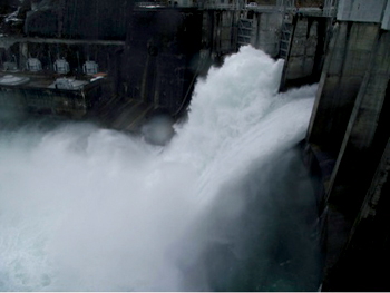 In the visual comparison of the jet from the unmodified (right) and modified (left) bays at Cabinet Gorge Dam, the discharge is the same.
