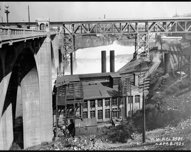 The old Monroe Street powerhouse and dam in 1925.
