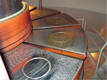 A thrust bearing failure on one unit, which had experienced a significant rise in thrust bearing temperatures, was attributed to contamination of the lubrication system but actually arose from failure of the sealing washers in the high-pressure jacking oil system.
