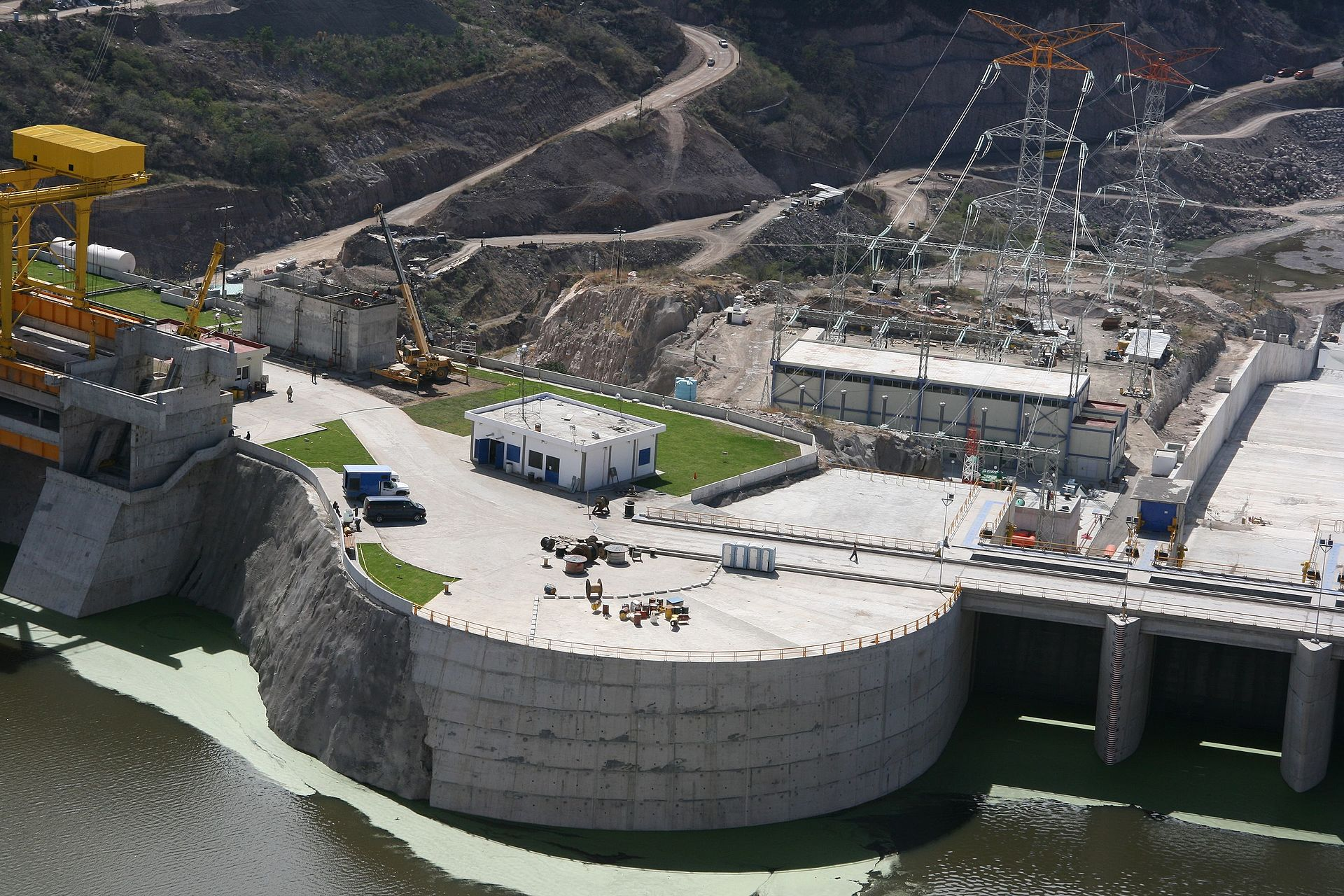 El Cajón Dam. Image by Jack Fiallos, CC BY 2.0, https://commons.wikimedia.org/w/index.php?curid=54865738