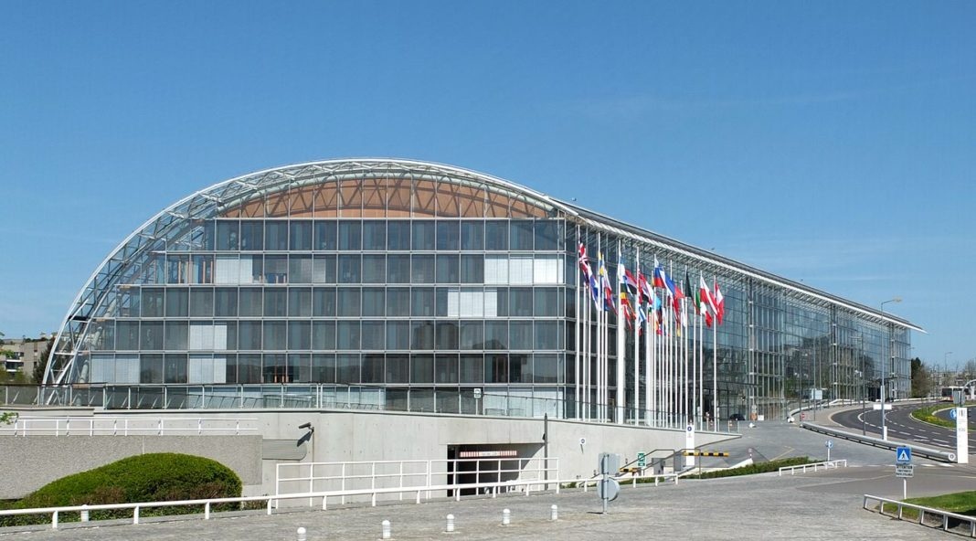HQ of the European Investment Bank. By Palauenc05 - Own work, CC BY-SA 3.0, https://commons.wikimedia.org/w/index.php?curid=31506347