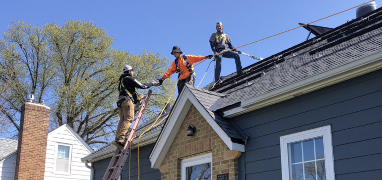 There are 30 times more jobs created from rooftop solar vs utility-scale solar, utility filing says